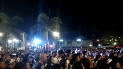 The Crowd at the Salubong Mass